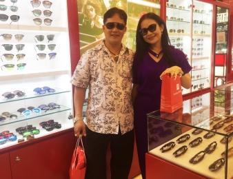 Hai Anh chị ủng hộ Eyewear STORE mẫu Rayban và Miu Miu cao cấp