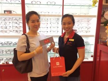 Cảm ơn chị Nữ khách hàng xinh đẹp đã ủng hộ và rất hài lòng về Eyewear STORE ah!