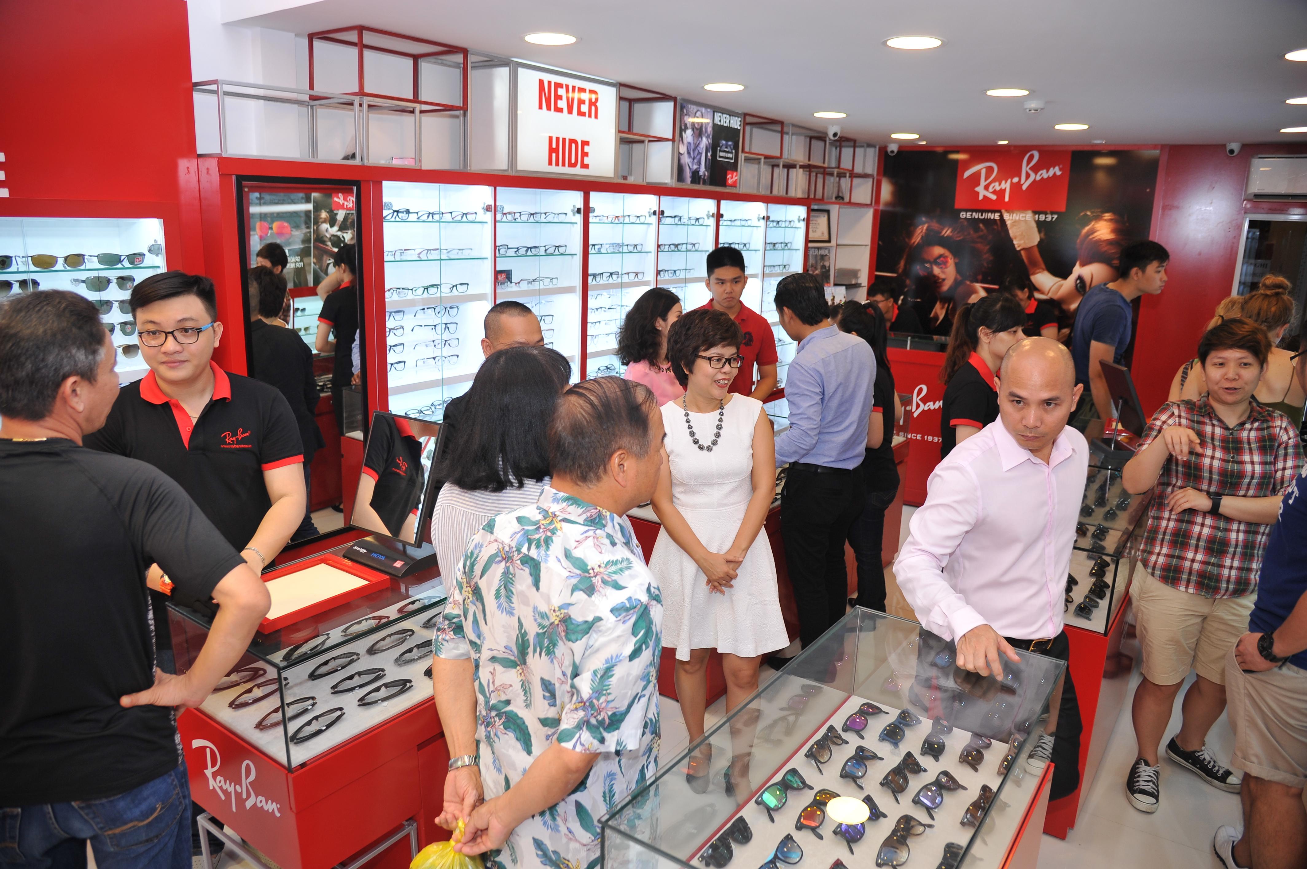 Eyewear STORE.vn dành 3 không gian trưng bày kính mắt Rayban lớn nhất Việt Nam